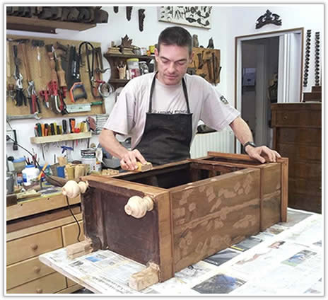 Castel san pietro terme restauro mobili antichi di - Restauro mobili impiallacciati ...